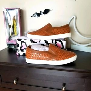 Mata Sneakers